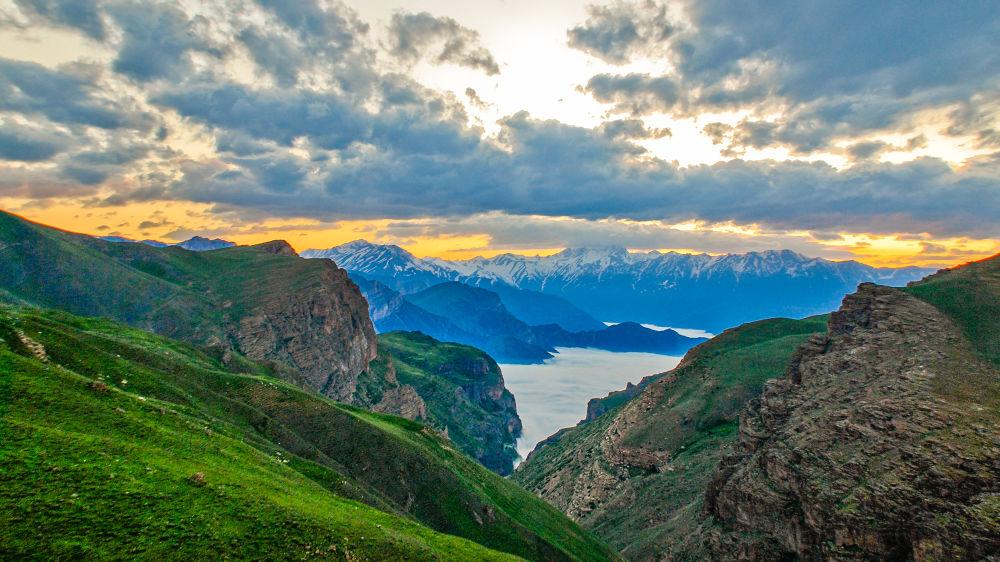 mountains by farzadafzali