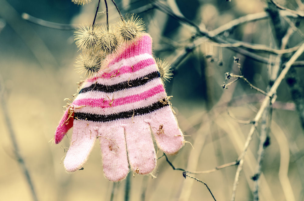 """-  """"Maman, j'ai perdu mon gant"""" / - """"Mom, I lost my glove"""" by sevyl"""