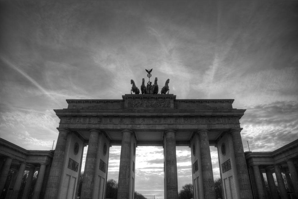 brandenburg gate by nader eskandari