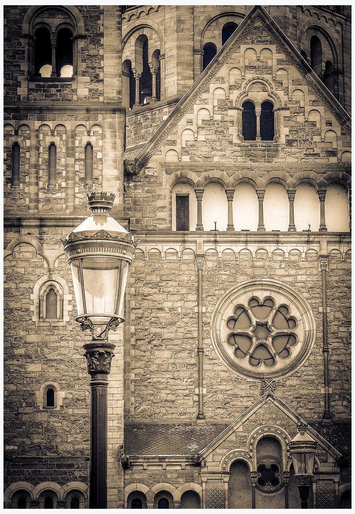 Eglise - Metz - FRANCE by Leo
