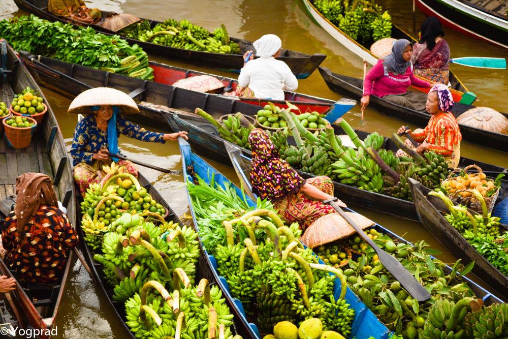 Floating Market 2 by Yoga Praditya