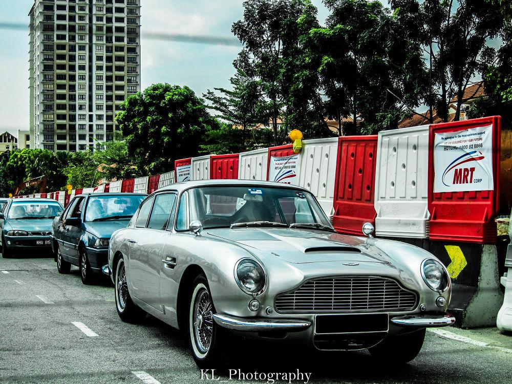 Aston Martin DB6 by Kenneth Low
