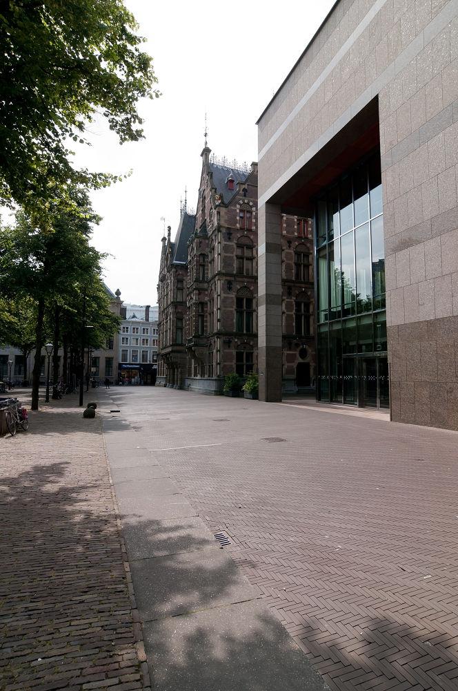 Dutch parlement in The Hague by Daniël Schuiling