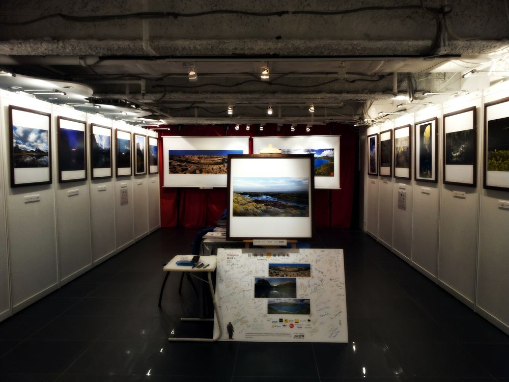 Photography exhibition by leocary