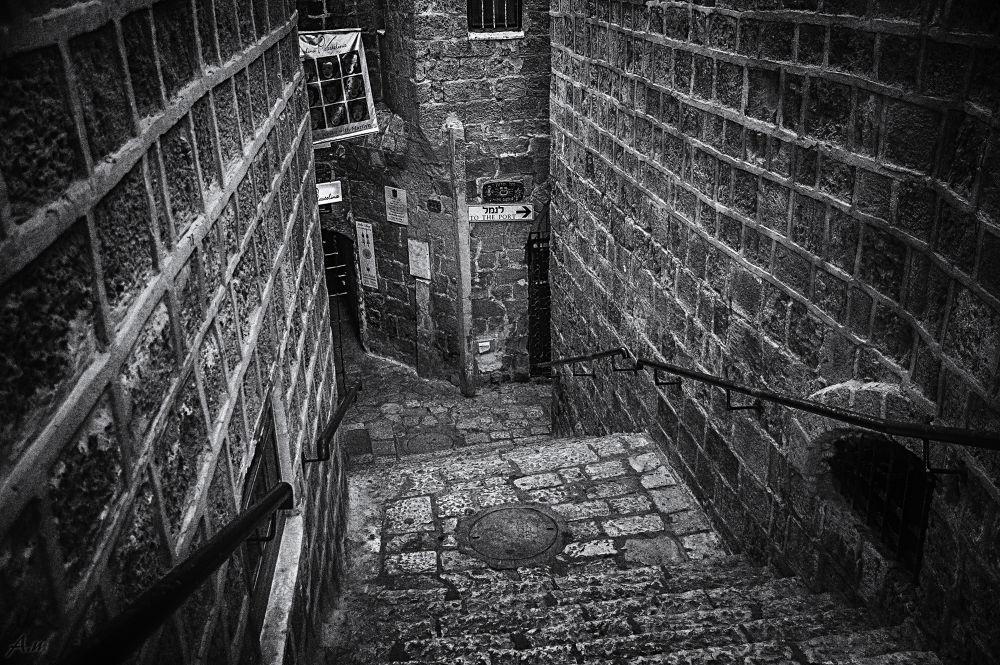 Alleys of Jaffa by amit matzliach