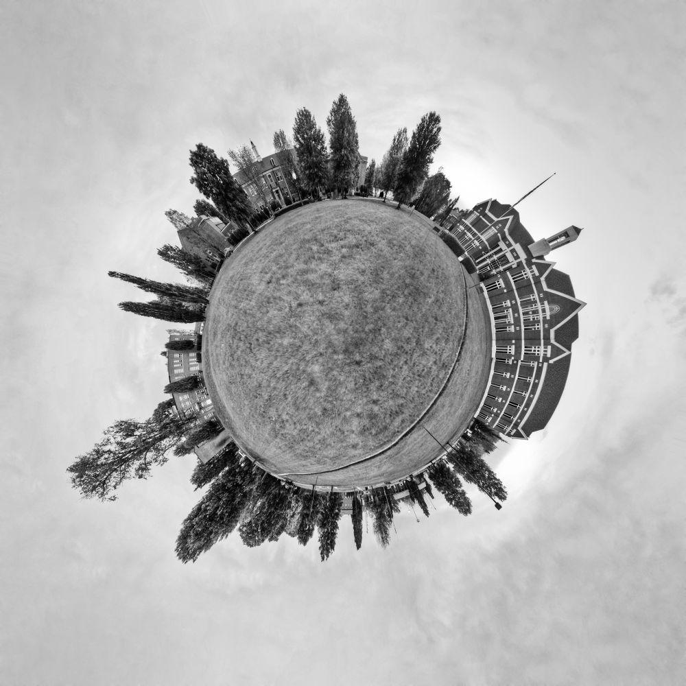 Planet Q  by CarpeDiemPhos
