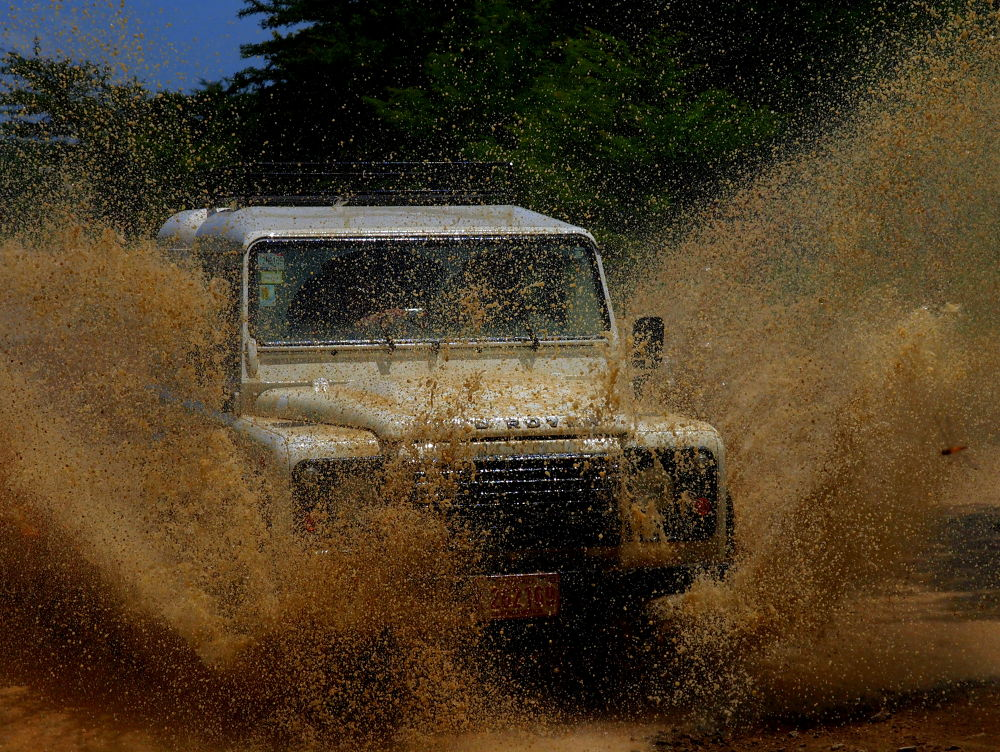 Land Rover in action by bkleemann