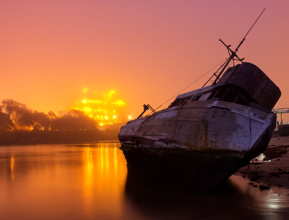 Ship on Shore - forgotten by bkleemann