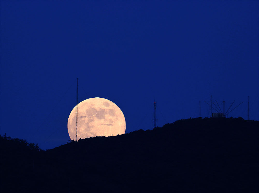 Moon Rise (2013-09-19) by tangyuiching