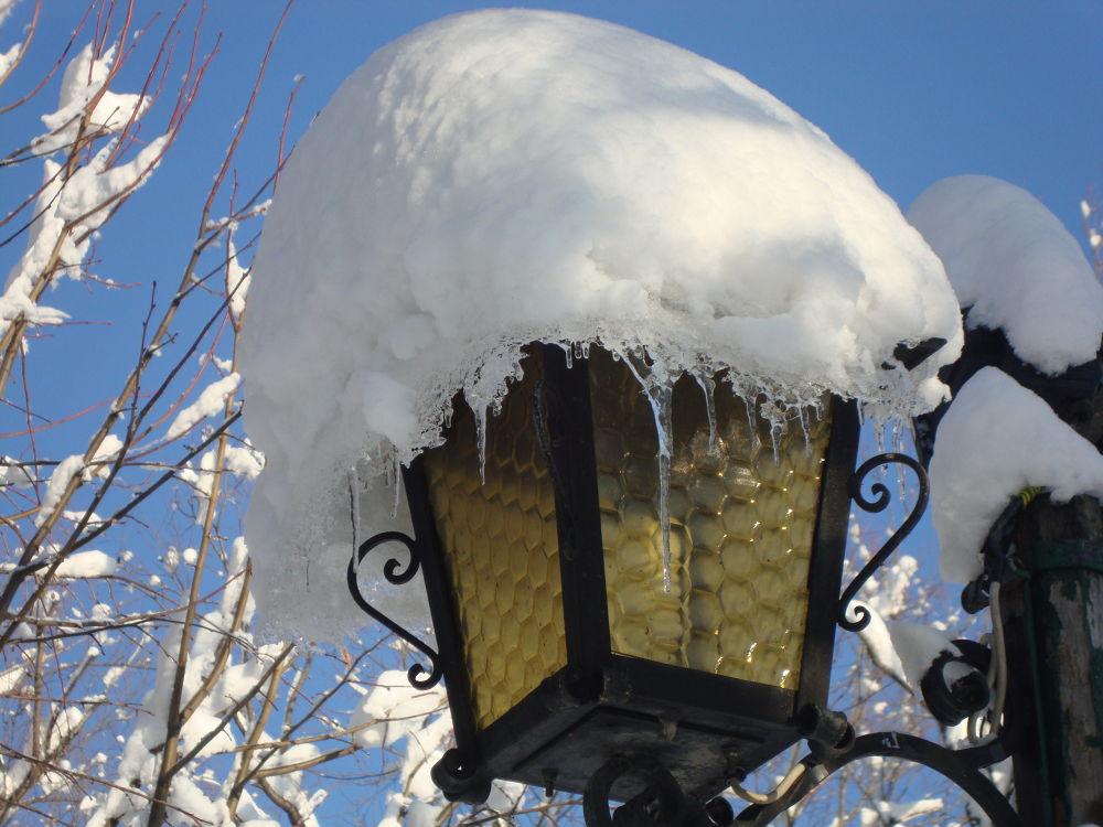 Lantern in the winter. by Eki