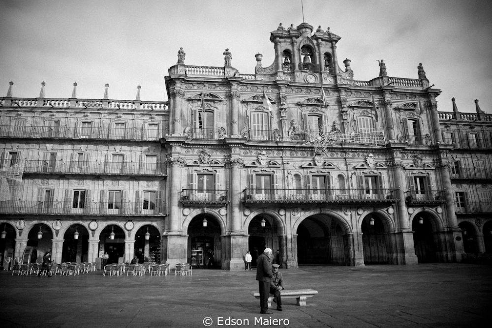 Conversando em uma praça de Salamanca by emaiero