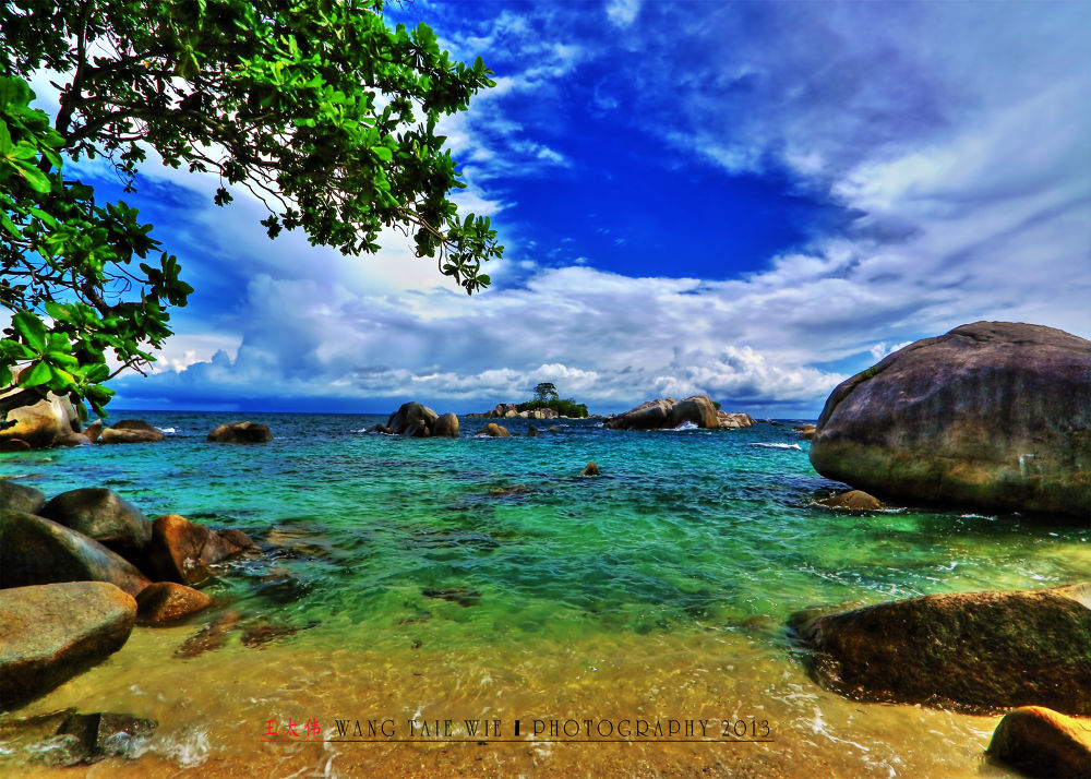 LENGKUAS ISLAND, BELITUNG INDONESIA by taiewie