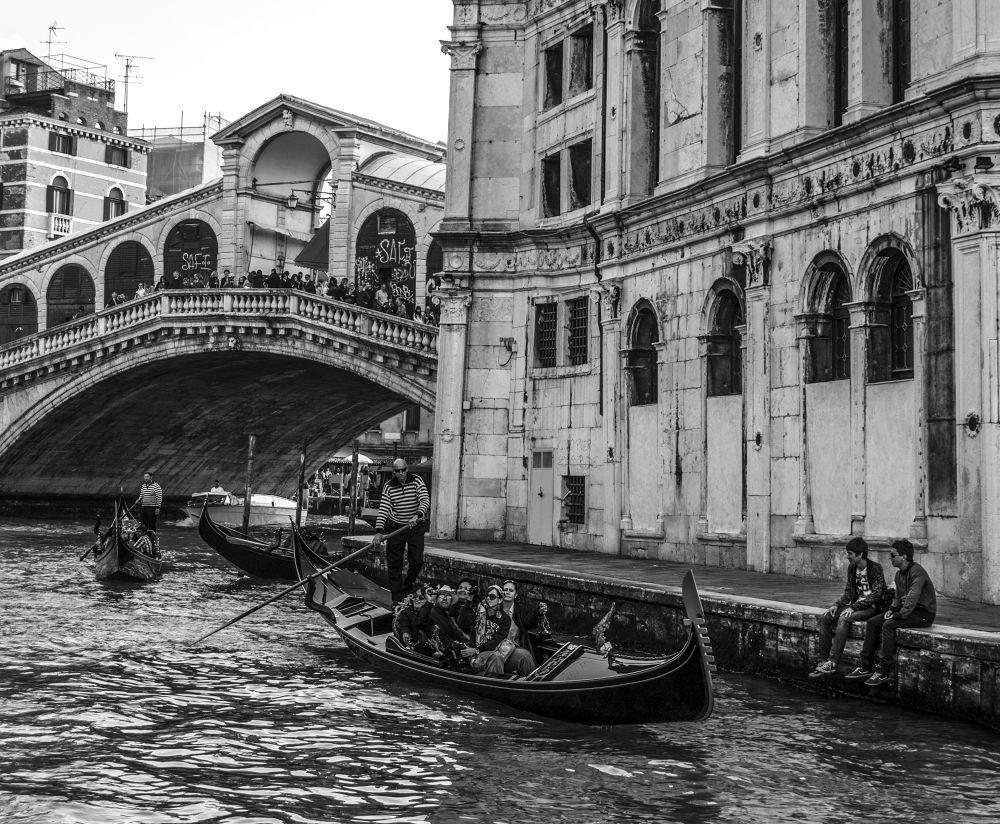 Ponte di Rialto - Venice by albertomanciniphotogallery