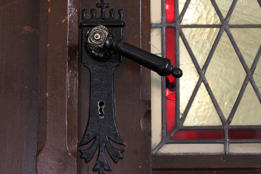The Door by peterkryzun