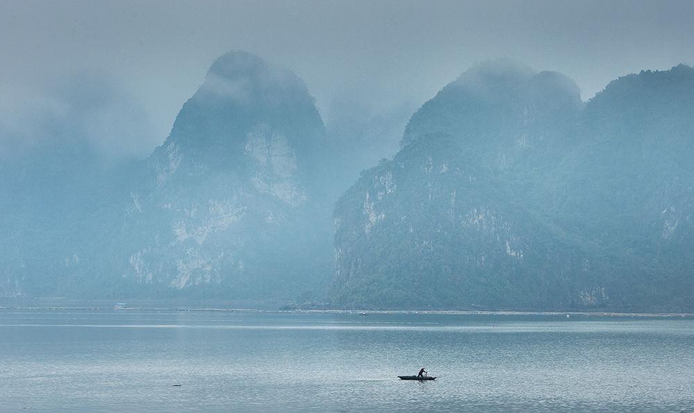 In Bai tu long Bay by haikeu