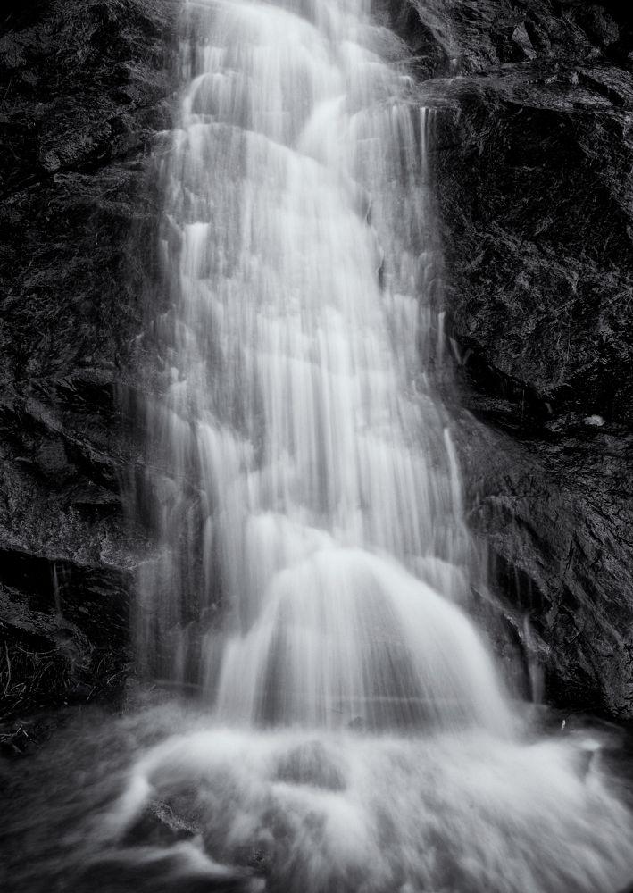 Tahoe Waterfall II by jeffsinnock