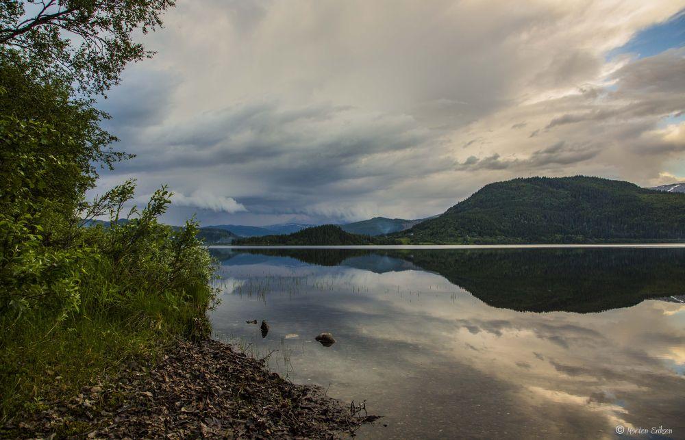 Thunder in the horizon by Morten Eriksen