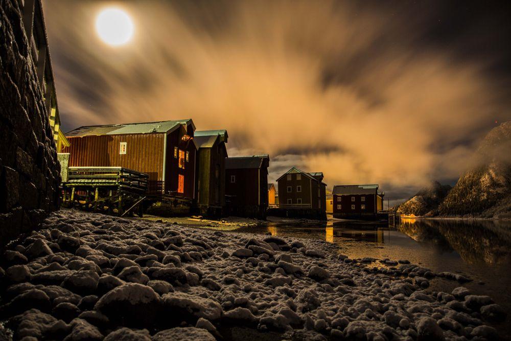 Full moon over Mosjøen by Morten Eriksen