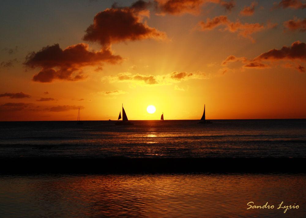 Waikiki Sunset by SandroLyrio