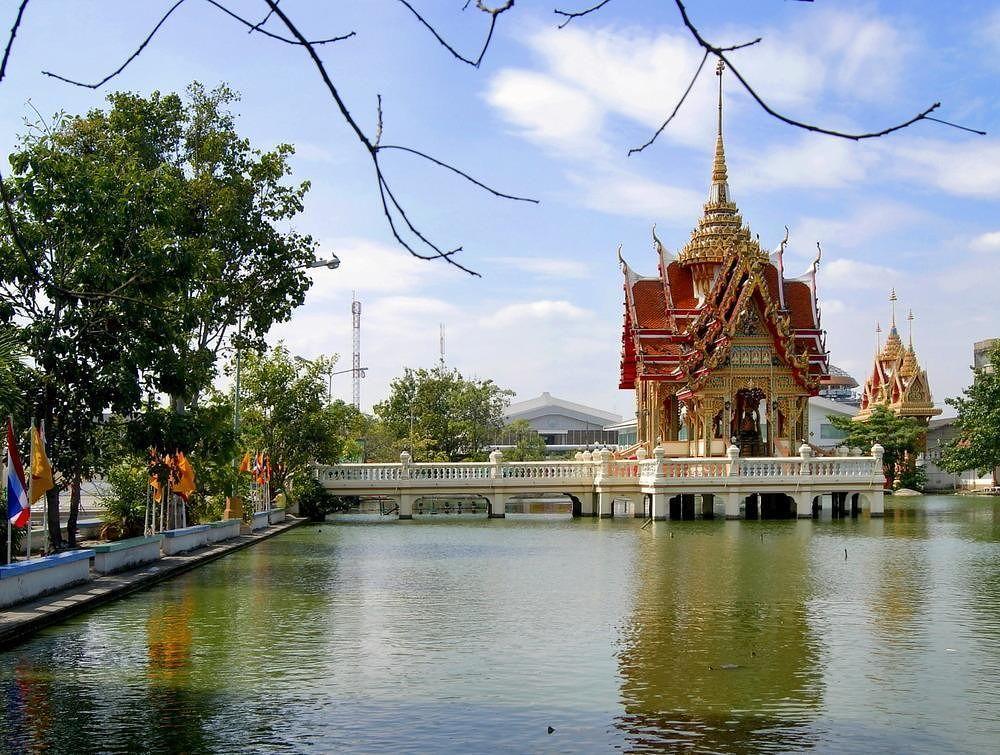 Wat Bang Phli Yai Klang by Tatsuko Sukotjo