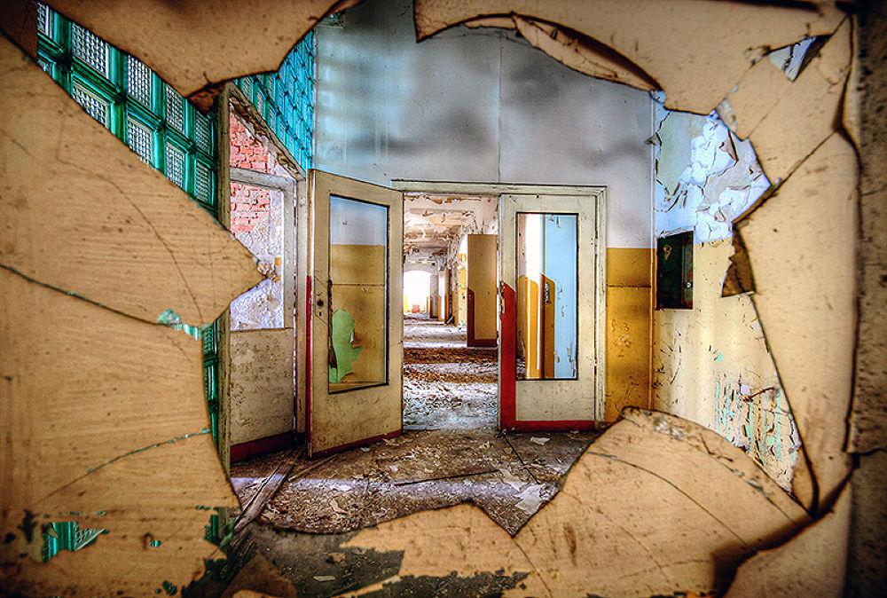 Abandoned soviet hospital by mjagiellicz