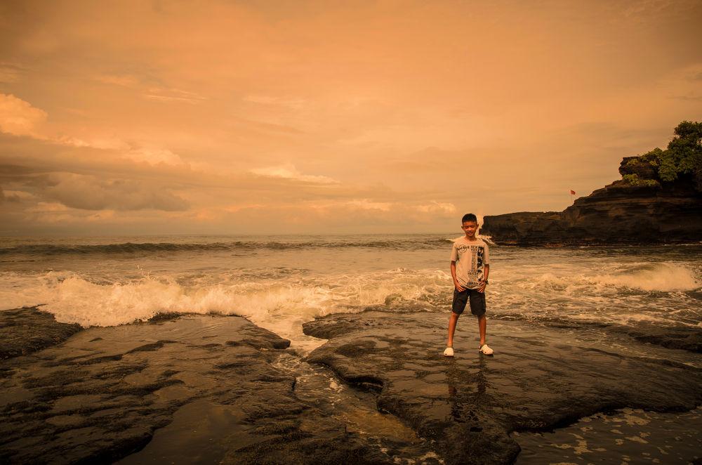 Tanah Lot, Bali Indonesia by stephenowenhizkia