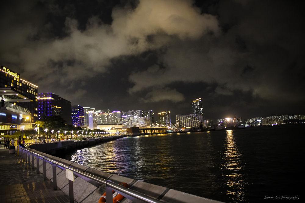 Hong Kong night scene by simoncklee