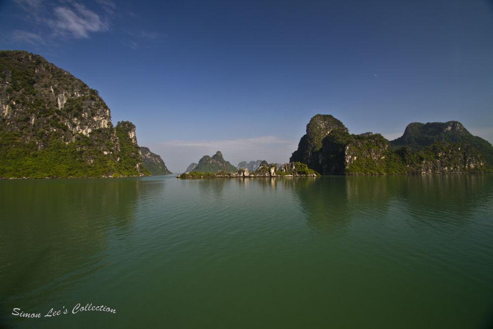 Ha-long Bay, Vietnam by simoncklee