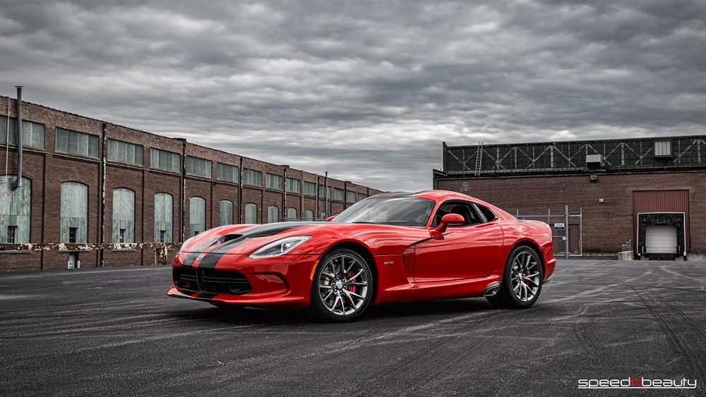 2014 SRT Viper GTS by speedNbeauty