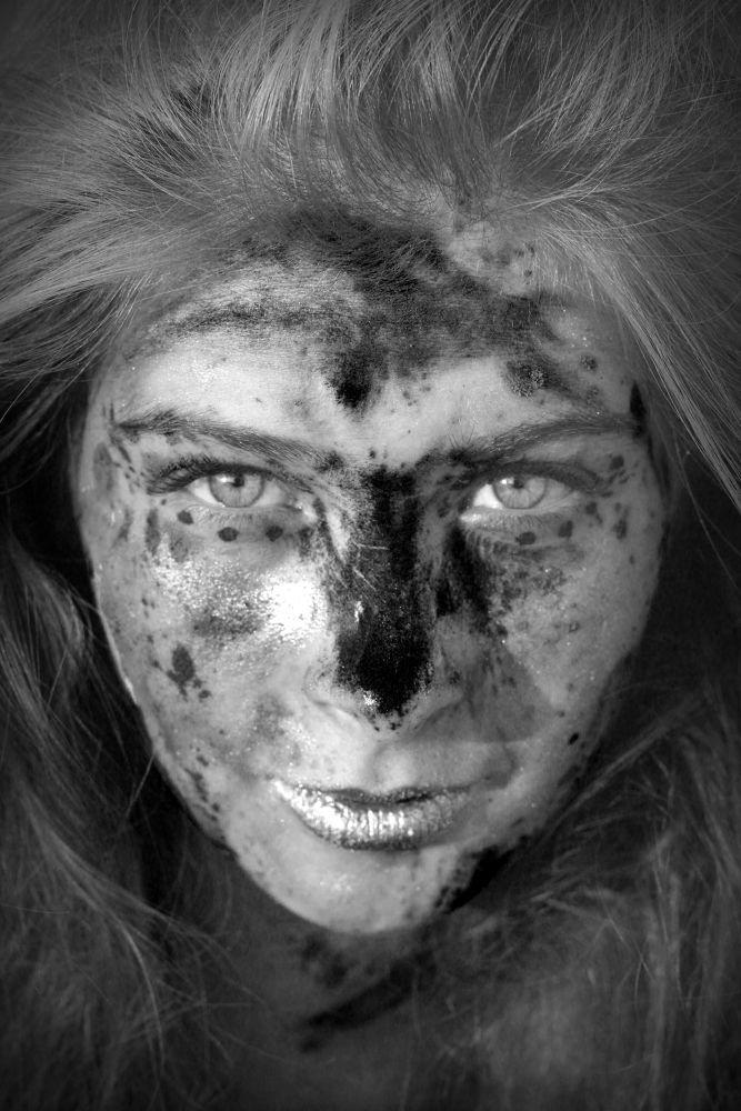 Black & White (Peinture sur Portrait ) by Camelia Gravot