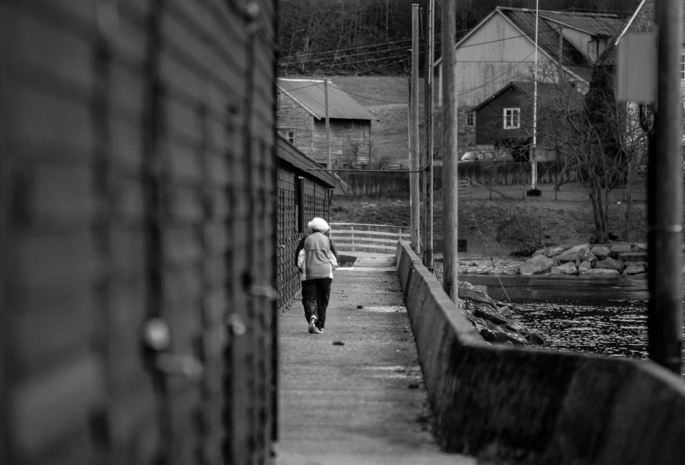 Walk the line by kRisi