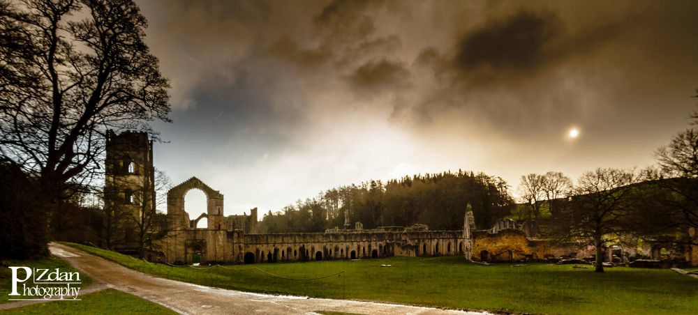 Fountains Abbey, North Yorkshire. by paulzdanowicz