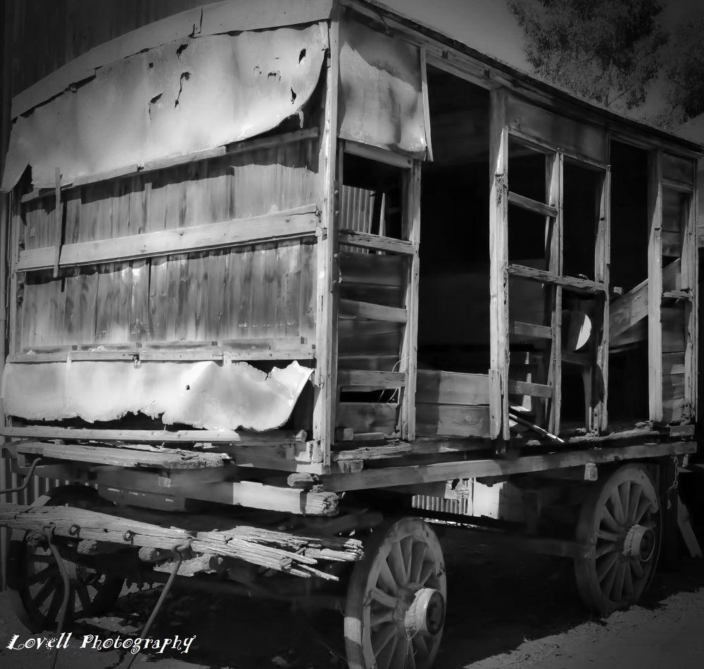 B&W Wagon by Lovell