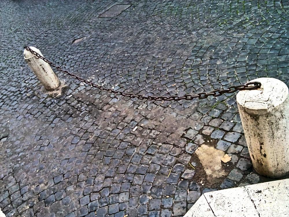 Urban chain by Bernardo La Cara