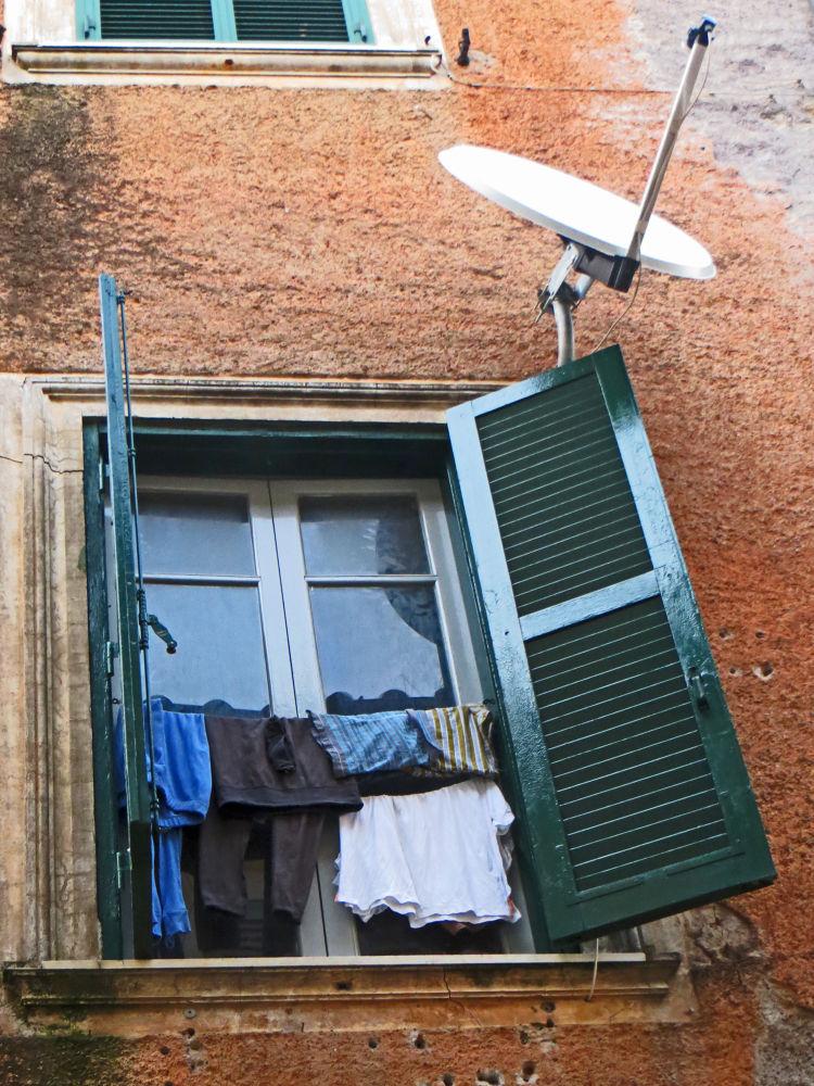 parabolic window by Bernardo La Cara