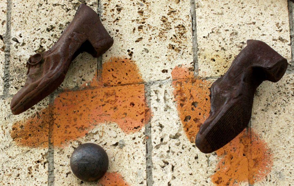 scarpe al muro by dalessionicola