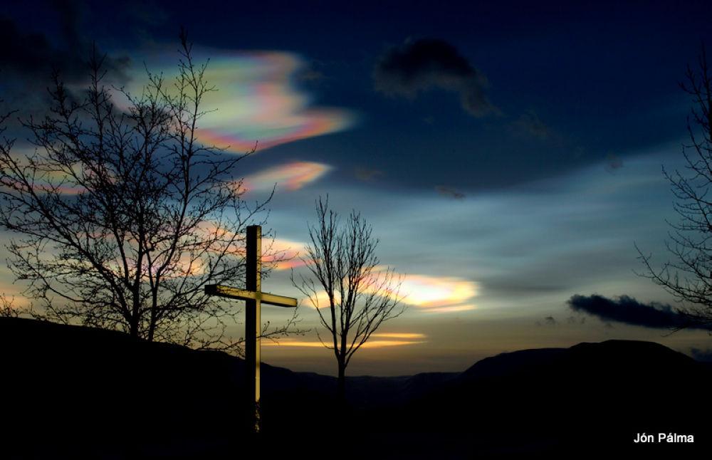 Polar stratospheric cloud  by Jón Pálmason