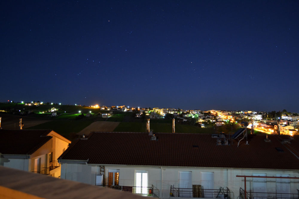 Trilofos by night, Thessaloniki, Greece by lambriana