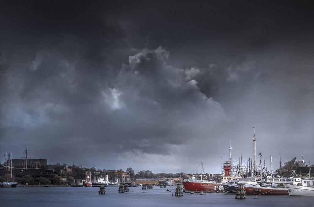 Saltsjön Stockholm  by mikaeljeney