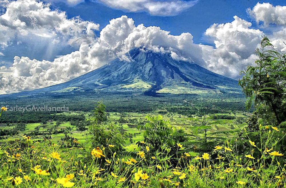 Mayon Volcano-Legaspi,Albay Philippines by Farley G. Avellaneda