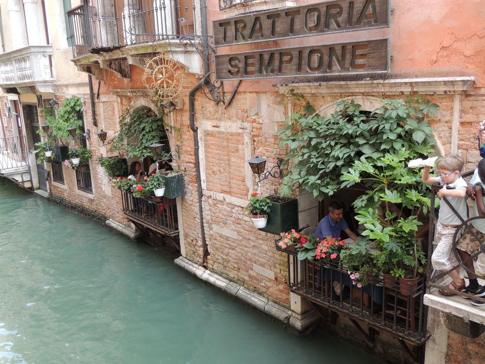 Romance in Venice by styllisima