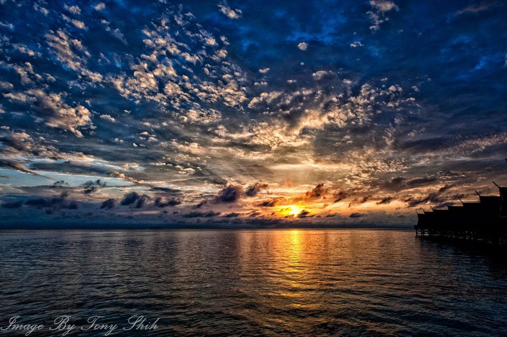 Kapalai Sunrise by tonyshih317