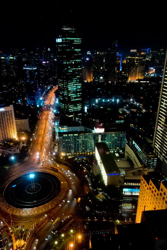 Jakarta City At Night by tonyshih317