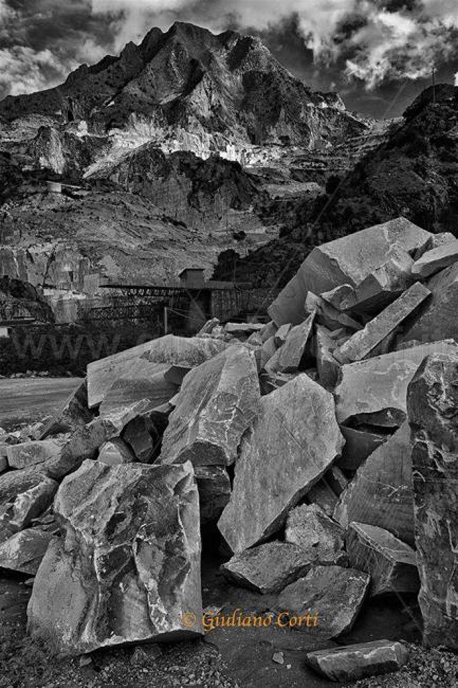 Carrara Cava dei Fantiscritti 2013-0.jpg by Giuliano_Corti