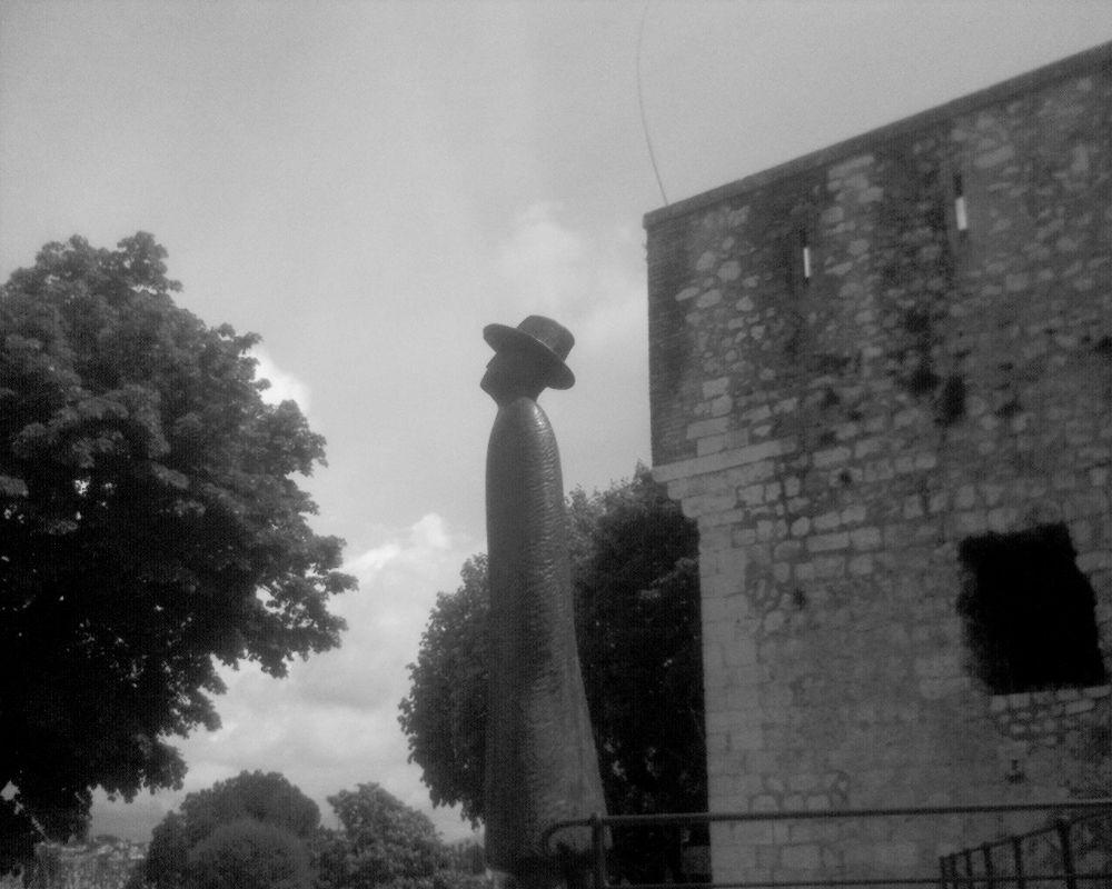"saint-Paul-de-Vence  : ""l'envol"" -  statue by lejuju2a"