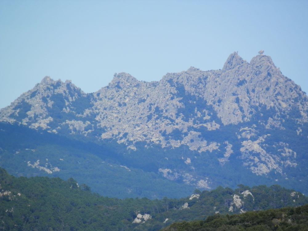 montagne de l'Omo di Cagna et son rocher perché by lejuju2a