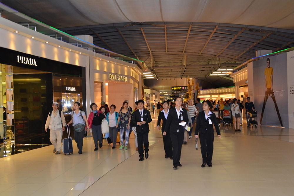 DSC_0773 (3)        at hongkong airport by kcsethi