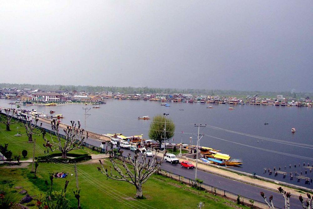 P1010024    beauty of dal lake kashmir , india by kcsethi