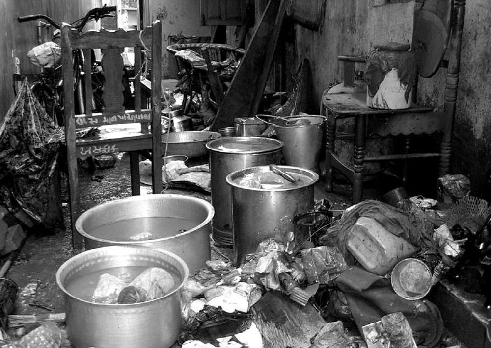 DSCN3019-001 a mess in a mess ...india by kcsethi