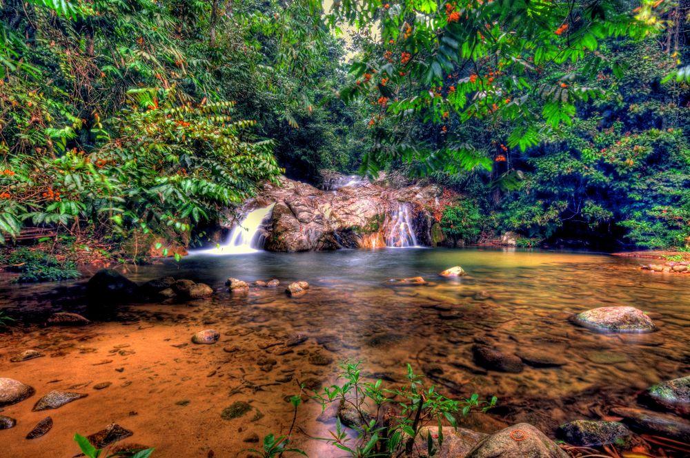 medang waterfall by Akmal Fahmi